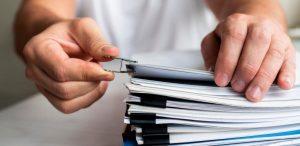 Jak długo przechowywać faktury w UK, czyli wszystko o dokumentach firmy