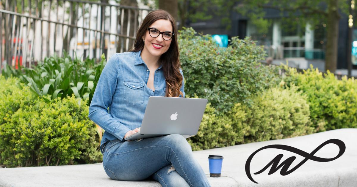 Dziel się wiedzą i zarabiaj na szkoleniach w sieci. 10 wskazówek jak stworzyć swój pierwszy kurs online i odnieść sukces.
