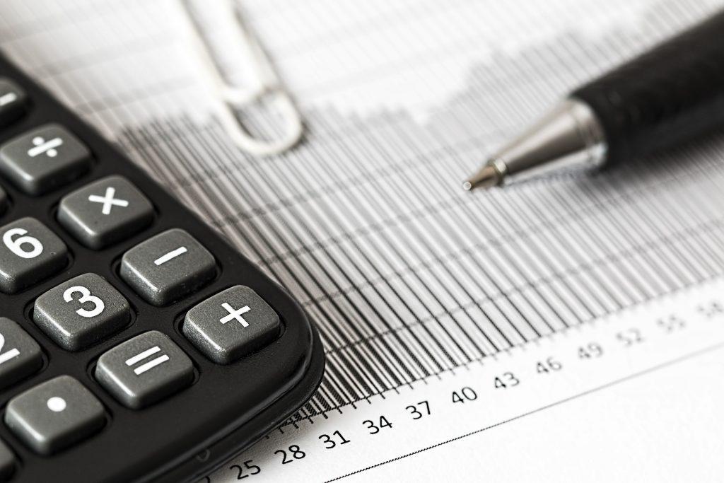 W przypadku niepłacenia składek do Pension Reguolator wysokość pierwszej kary wynosi £400.00.